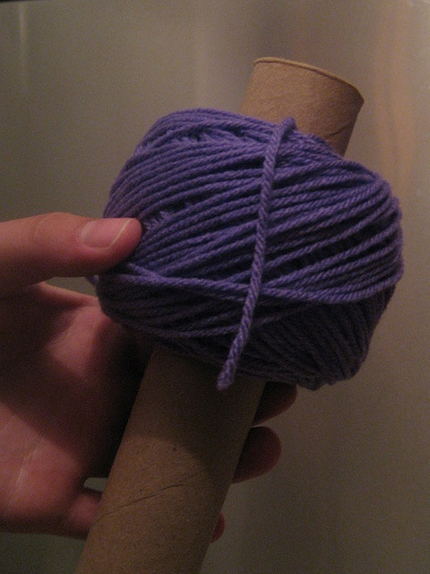 How to make a center pull ball of yarn with a cardboard tube.WHAT!Way to go whoever thought of this!!So tired of rolling threads and yarn:)XOXO