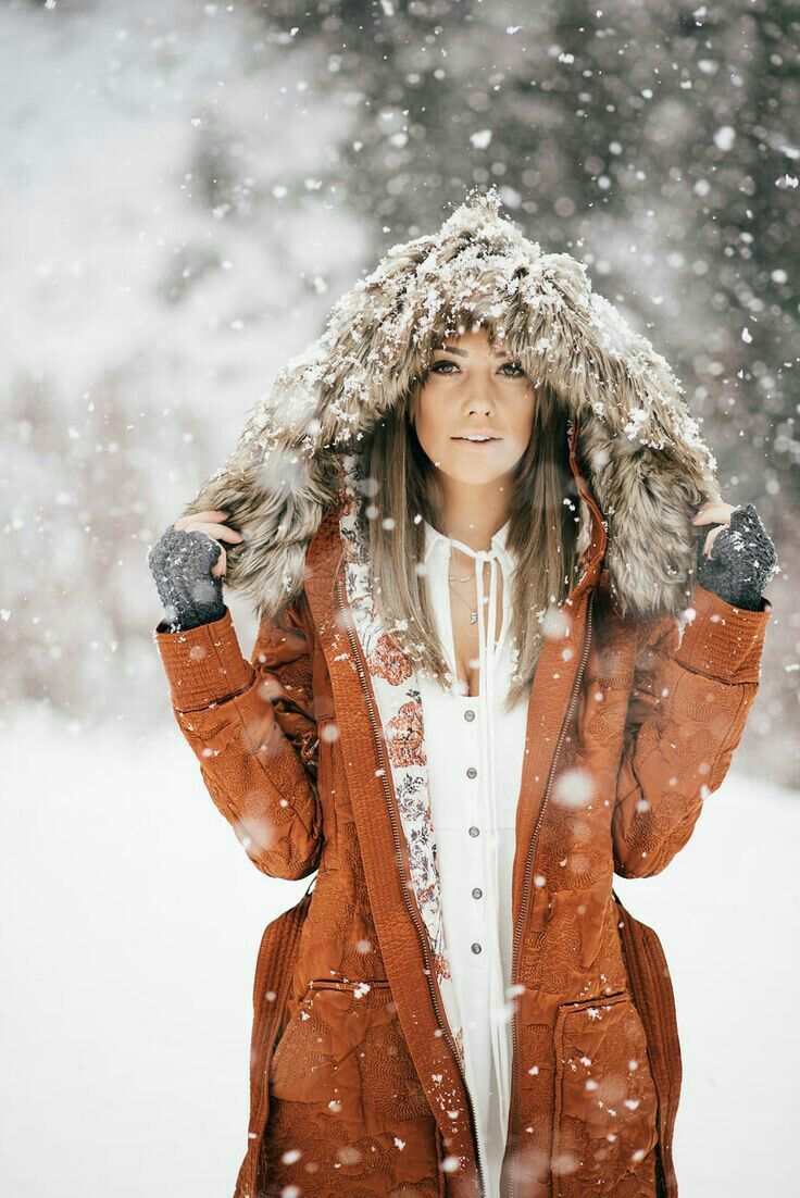 Девушки в снегу