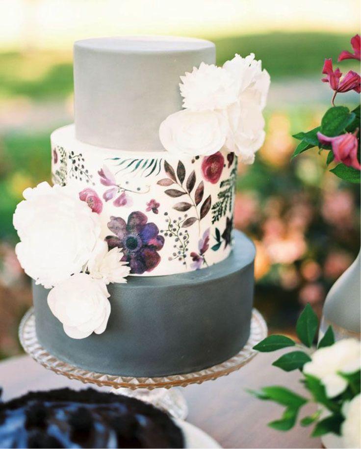 配色でセンスをみせて!個性的な結婚式のウェディングケーキまとめ一覧♡