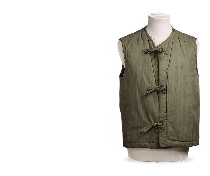 Gunner's vest, gedragen door Roeland Jan Kroesen, die een bombardement op het ss Pennland overleeft.