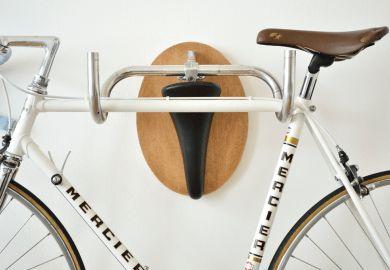 Racks o Ganchos para Colgar y Guardar la Bicicleta