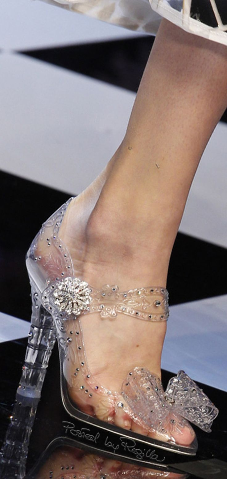Regilla ⚜ Una Fiorentina in California https://www.pinterest.com/lahana/shoes-zapatos-chaussures-schuhe-鞋-schoenen-oбувь-ज/
