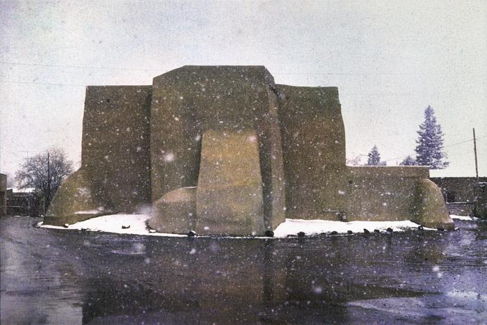 Bernard Plossu. Taos, Nouveau-Mexique, 1977. Les images de cette série sont extraites du livre Plossu, Couleur Fresson, Théâtre de la Photographie et de l'Image / Nice Musées, 2007