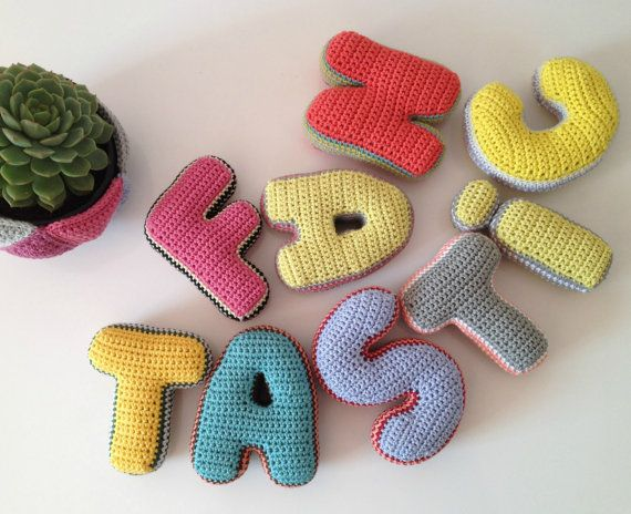 Crochet de lettres en peluche par TakeAwayCrochet sur Etsy
