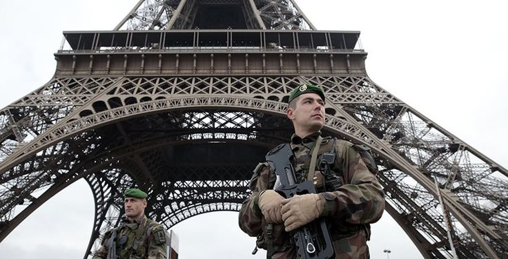 Francia recupera el servicio militar obligatorio
