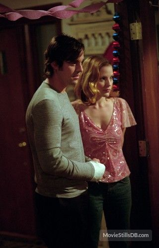 Buffy the Vampire Slayer - Publicity still of Nicholas Brendon & Emma Caulfield