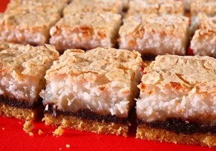 Kokosowy jabłecznik. Kliknij w zdjęcie, aby poznać przepis. #ciasta #ciasto #desery #wypieki #cakes #cake #pastries