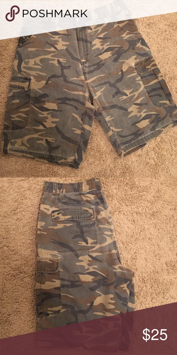 O'NEILL men's camo shorts These are in good condition!! Worn a few times! Features cargo pockets on front and back! O'Neill Shorts Cargo