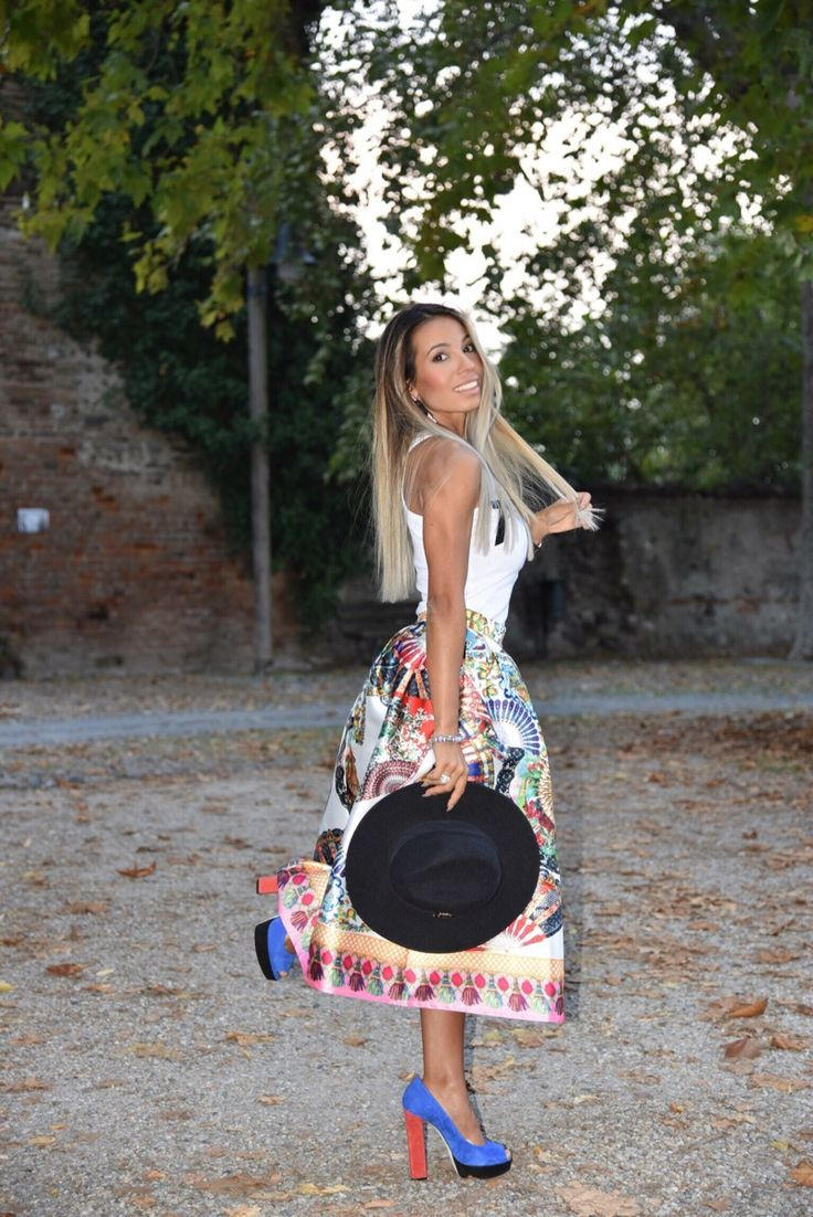 69: Una gonna a ruota in stile Dolce&Gabbana: Jessica Mura