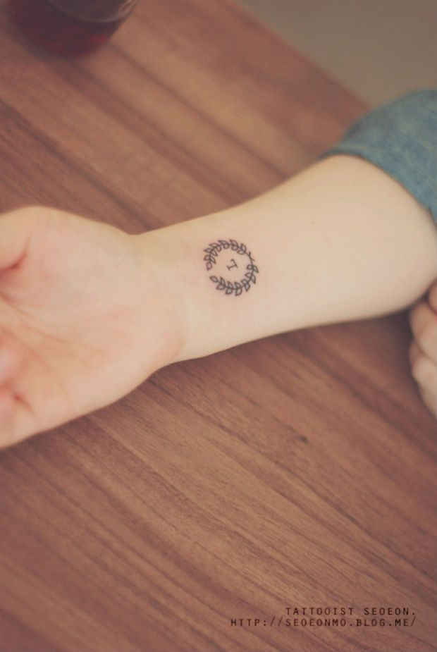 As tatuagens de Seoeon são minimalistas, estilosas, discretas e podem ser ótima alternativa para inspirar quem ainda não quer algo mais elaborado na pele.