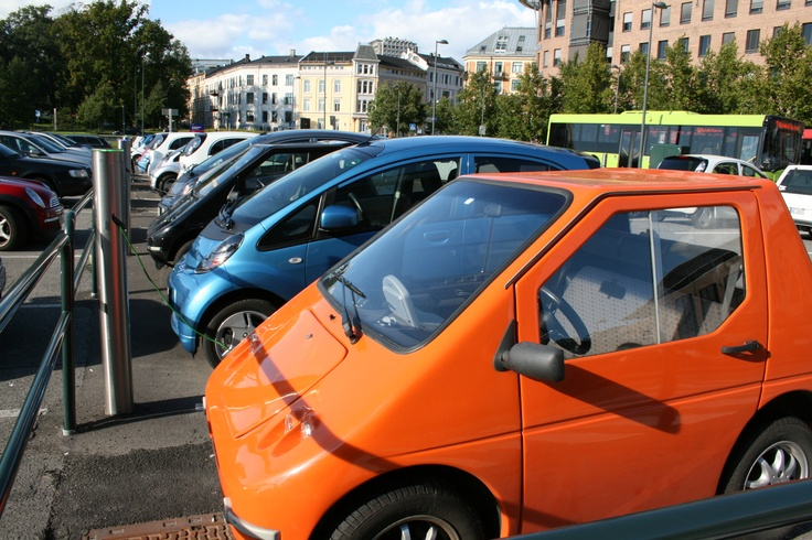 We have built 400 charging points for electric vehicles over 4 years and in future we will build 100 new each year. These car parks are free for electric motor vehicles, both electricity and parking. Oslo, Norway