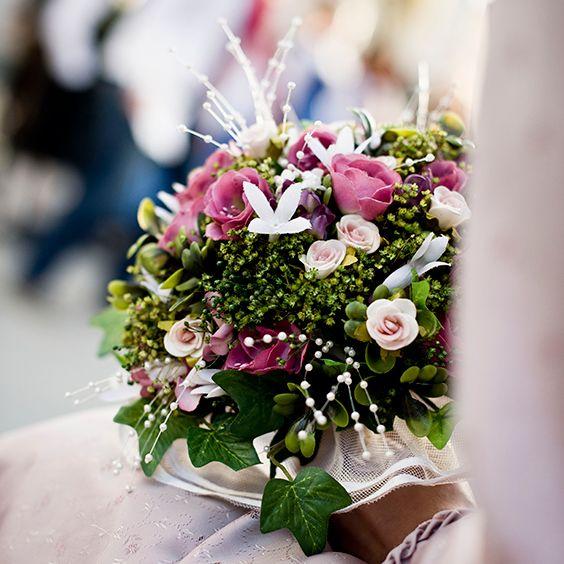 Hochzeitsstrauss Mit Efeu Und Rosen Servus Blumen Arrangements