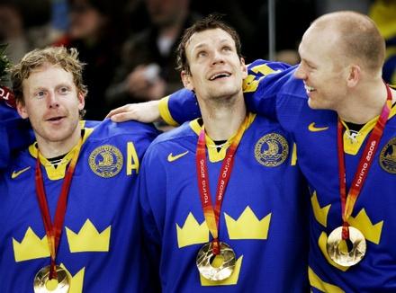 Team Sweden: Daniel Alfredsson, Nicklas Lidstrom, Mats Sundin