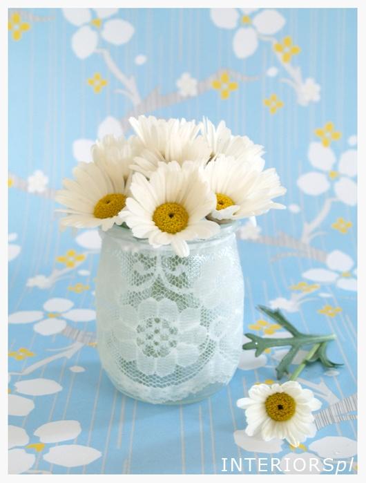DIY lace vase http://interiorspl.com/mj-dom/2012/4/20/do-czego-doprowadzia-moja-pomysowo.html