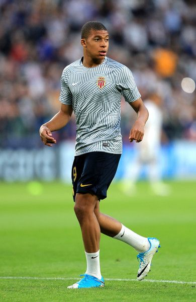 Kylian Mbappe of AS Monaco warms up prior to during the UEFA Champions League Semi Final second leg match between Juventus and AS Monaco at Juventus Stadium on May 9, 2017 in Turin, Italy.  (Photo by Richard Heathcote/Getty Images) *** Local Caption *** Kylian Mbappe