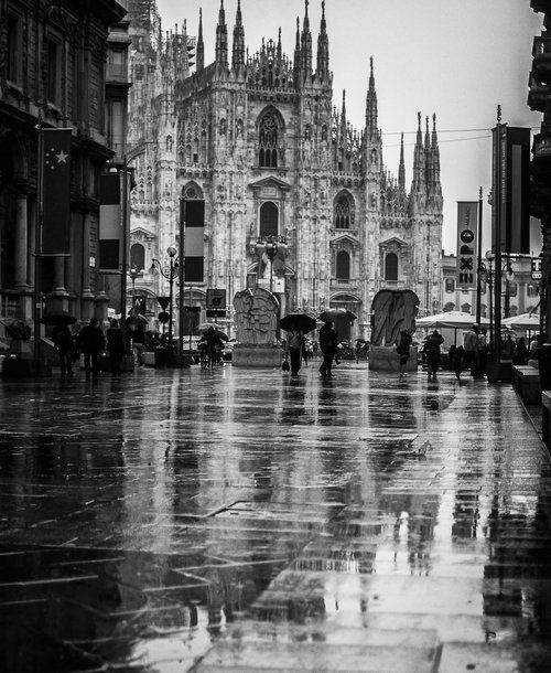 A rainy day in Piazza Duomo, Milan