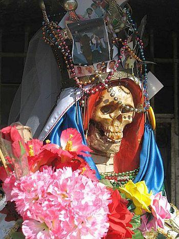 »»» Santa Muerte ist ein Phänomen, der heilige Tod der Lateinamerikaner. Die katholische Kirche...    #lesen