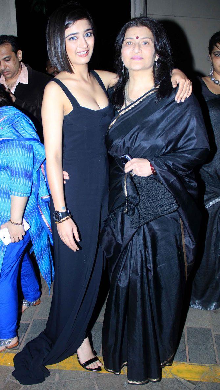 Akshara Haasan with mother Sarika at the music launch of 'Shamitabh'.