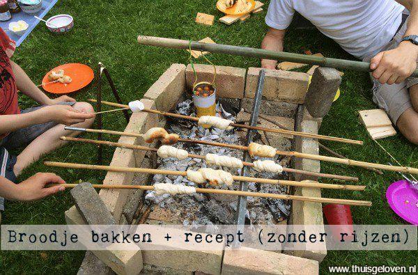 recept voor broodjes bakken boven het vuur. Het deeg hoeft niet eerst te rijzen.