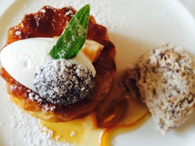 Savarin with rose geranium, vanilla aroma, quince, kumquats, nougat ice cream at #Auslese for @Saronsberg_Wine pic.twitter.com/h0khT0RqhH