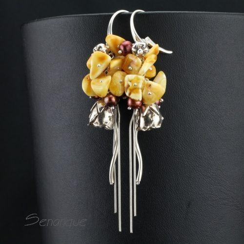 SENANQUE długie #kolczyki z bursztynami. Zobacz więcej zdjęć: http://www.senanque.pl/amberito-srebrne-kolczyki-z-bursztynem-i-perlami