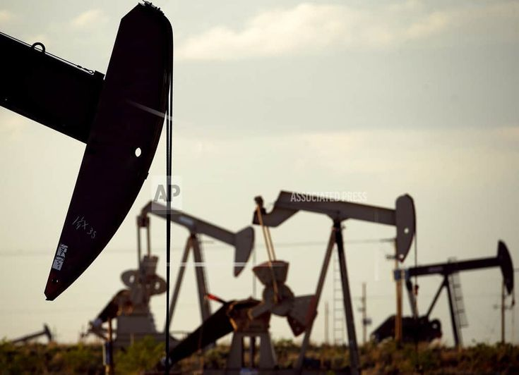 HOUSTON  /March 5, 2018 (AP)(STL.News) — A global energy watchdog says booming production in the United States will meet 80 percent global growth in demand for oil over the next five years. The International Energy Agency believes slow growth from OPEC will be offset by oilfields in the U.S. The ... Read More Details: https://www.stl.news/us-oil-expected-meet-most-worlds-growth-demand/94581/