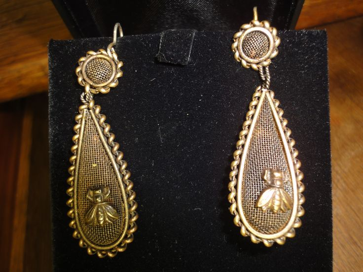 Very Special Bronze Patina Bees Mesh Work earrings late 18th century.
