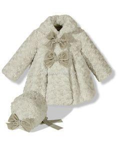 Abrigo de pelo con capota en gris