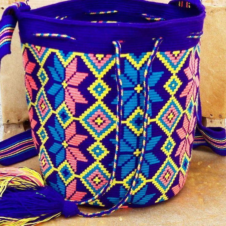 Mochila wayuu diseño floral