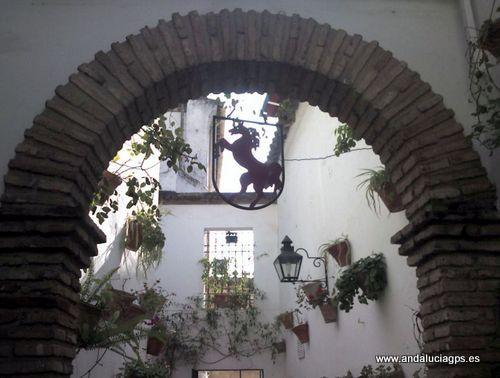 """#Córdoba - Restaurante El Caballo Rojo - 37º 52' 45"""" -4º 46' 43"""" / 37.879167, -4.778611  Frente a la Mezquita, un sitio privilegiado para degustar los platos típicos cordobeses. Más información: http://www.elcaballorojo.com/home.html"""