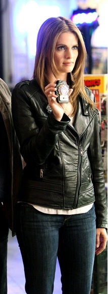 Stana Katic as Kate Beckett. her hair and outfit are great