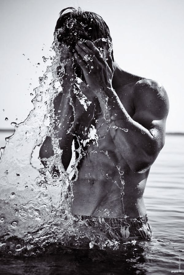 40 Symbolic Beach Photography Poses for Men – Oliver Greve