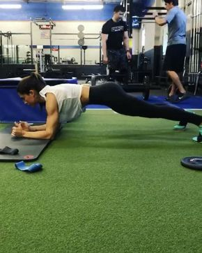 11.4 k mentions J'aime, 156 commentaires – Alexia Clark (@alexia_clark) sur Instagram : «Monday Must Do Circuit!  This one is an absolute killer!  40seconds on 20 seconds rest!  4 rounds!!…»