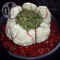 un chou fleur tient lieu de récipient cerveau pour guacamole