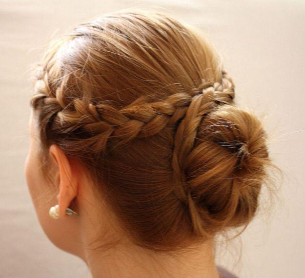 Низкий пучок с французской косой ::: onelady.ru ::: #hair #hairs #hairstyle #hairstyles