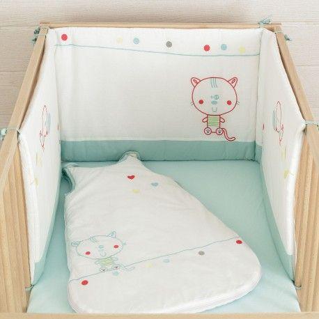 """Chambre bébé turquoise/vert d'eau - Tour de lit + gigoteuse blanche à motif Collection """"Chat Alors!"""""""