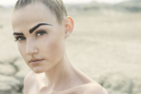 Густые брови — стойкий тренд настоящего времени.