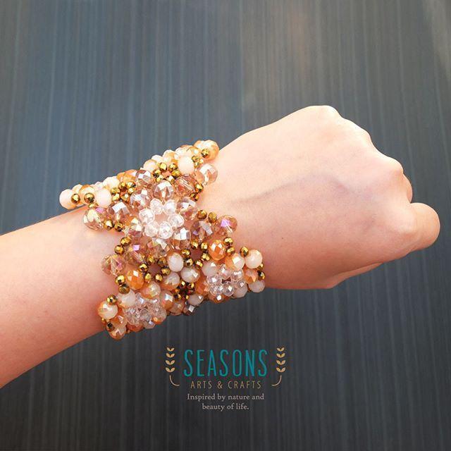 #handmadebracelet #beadsbracelet #handmadejewelry #bracelet #handmadeaccessories #crystalbracelet #fashionaccessories #jualgelang #jualaksesoris #gelangpremium #gelangkristal