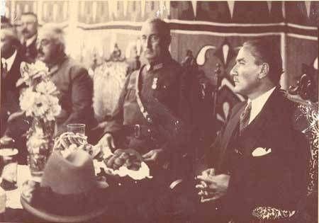 Atatürk, General Ali Sait Aktay Togan'la - Bursa - 1924