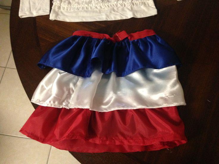 Traje tipico disenado por mi, y mi primera pieza en mucho tiempo. Republica Dominicana traditional dress designed by me.