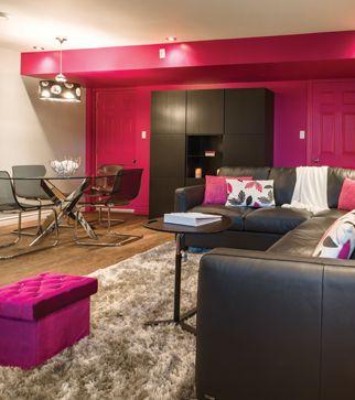 3 styles, 3 sous-sols | Les idées de ma maison Crédit photo: François Laliberté #deco #sousol #canape #accessoires #table #fushia #gris