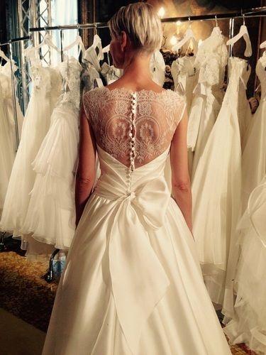 バックスタイルが特徴♡白いシルクの花嫁衣装・ウェディングドレスのまとめ一覧です♡