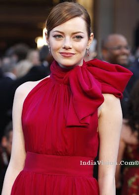 Actress Emma Stone wants a new puppy for Christmas : Andrew Garfield IndiaVision Latest Breaking News