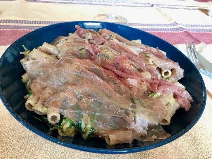 Buon giorno, buon giovedì Bimbyni e Bimbyne!!! :D    Con e Senza Bimby, Sedanini Semintegrali al Farro con Zucchine Julienne, Stracchino e Prosciutto Crudo...!!! :D    Provate questa ricetta e ditemi se vi piace!!! :D  http://www.bimby-ricette.it/2017/04/con-e-senza-bimby-sedanini-semintegrali.html