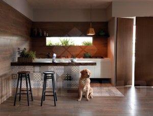 Tilestone ecowood Seasons Terra Oak Dit keramisch parket evenaart de warme uitstraling van echt hout. Een vloer met het gevoel van hout en toch alle voordelen van onderhoud. Keramische parketplanken zijn dé oplossing. Moeilijk van echt hout te onderscheiden. Geschikt in combinatie met vloerverwarming: Opgelet! flexibele tegellijm, flexibel voegmiddel, dilatatievoegen waar nodig. Slijtvast, vlek- en krasbestendig. #tegels #impermo #tilestone