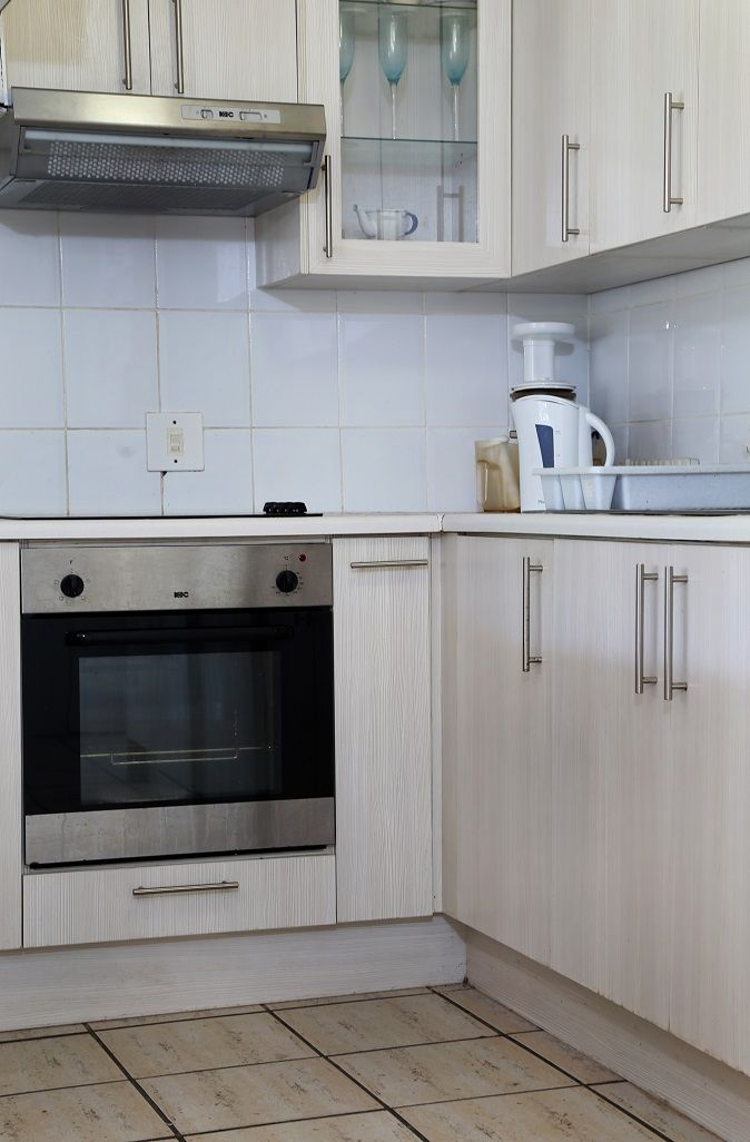 Wavecrest Cottage: Kitchen are. FIREFLYvillas, Hermanus, 7200 @fireflyvillas  ,bookings@fireflyvillas.com,  #WavecrestCottage  #FIREFLYvillas #HermanusAccommodation