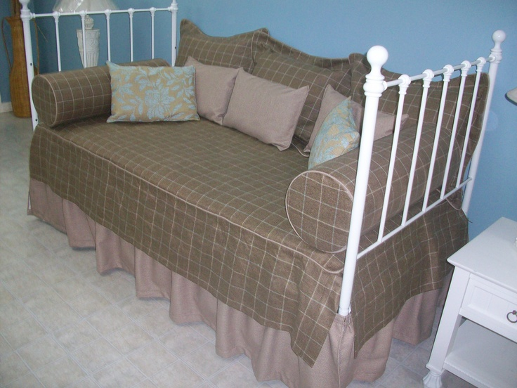 Daybed. Design + manufacturing. Skirt, bed cover, bolsters