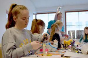 Ny Artikel (Här programmerar tjejerna sina egna robotar) har blivit publicerat på IT-Pedagogen.se - http://it-pedagogen.se/har-programmerar-tjejerna-sina-egna-robotar/ -  #EllenKronberg, #ITBranschen, #Kvinnor, #Lindholmen, #SofieAndréasson, #Telekombranschen, #Zcooly