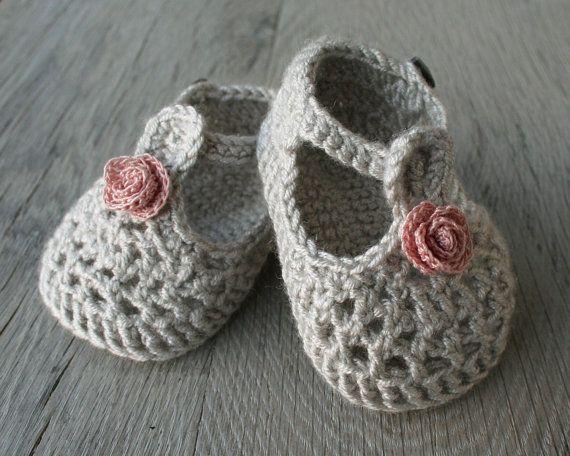 Conjunto de capota y merceditas para bebe nina por atelierbagatela