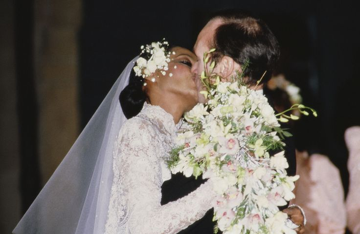 The best wedding hair of all time via Vogue Magazine Diana Ross and Arne Naess, Jr. - Photo: Getty Images